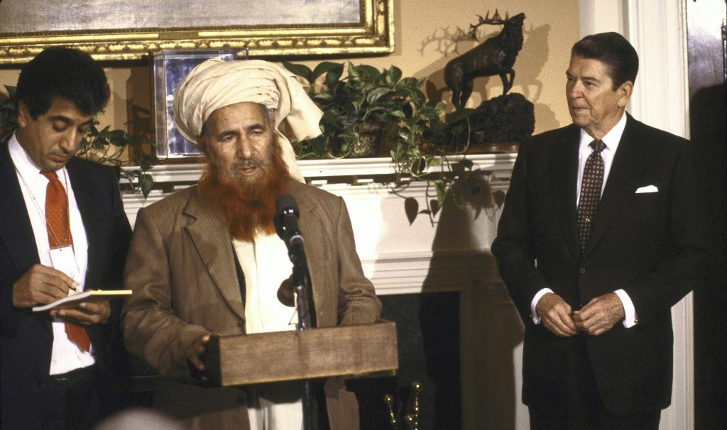 Yunus Khales with President Ronald Reagan at the White House on 12 November 1987 (Photo: Dirck Halstead / Getty Images)