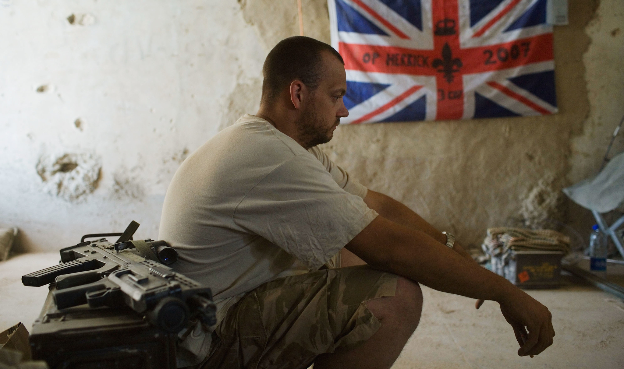 A British soldier rests at a base in Helmand, Afghanistan, 2007 (Photo: Marco Di Lauro / Getty)