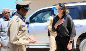 Britain's ambassador to Somalia visits the police Goodir Unit (Photo: FCDO / Twitter)